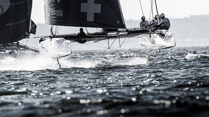 Alinghi faz o tri nas águas de Lisboa