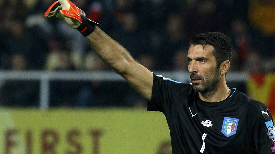 Gianluigi Buffon reçoit le Golden Foot