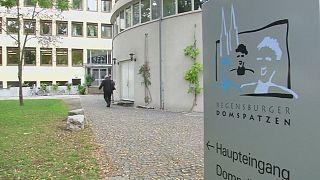 Almanya'da kilise tacize uğrayan yüzlerce kişiye tazminat ödeyecek