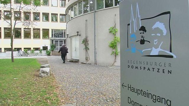 """422 vítimas no caso de violência física e sexual do coro alemão católico """"Os Pardais"""""""