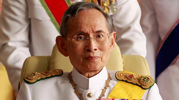 Considéré comme un demi-dieu, le roi de Thaïlande est mort