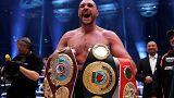 Tyson Fury abdica de cinturões de campeão do mundo