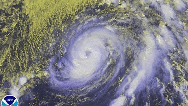Nicole Kasırgası Bermuda'yı vurdu