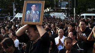 Thailand trauert um seinen König - Thronfolger will noch warten
