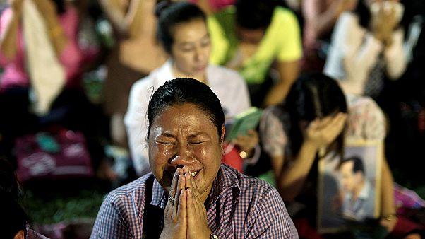 سوگواری مردم تایلند در پی مرگ پادشاه