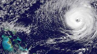 المياه تغمر منازل في جزيرة سانت جورج ومقطع من خارج الأرض لإعصار نيكول