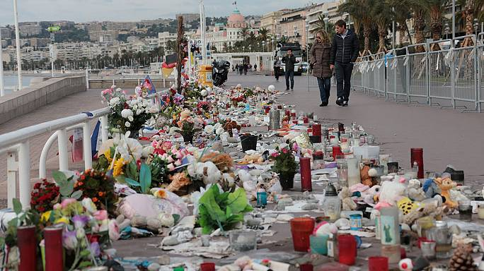 A terrortámadásra emlékeznek Nizzában