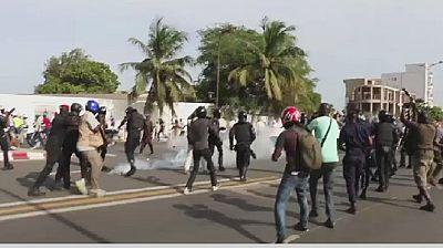 La police disperse une manifestation à Dakar