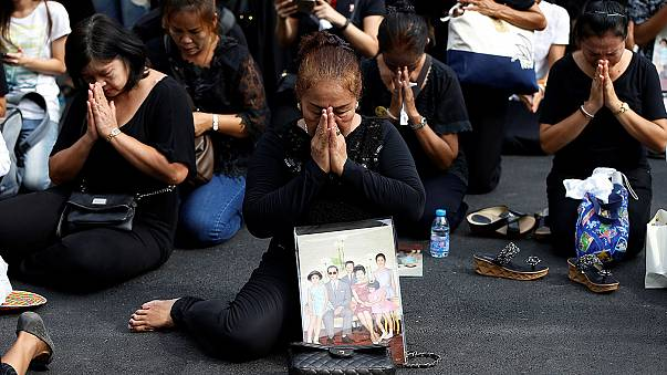 Thailand mourns: respects paid to King Bhumibol Adulyadej as former PM becomes regent