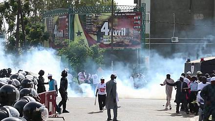Senegal police fire tear gas to disperse protesters [no comment]
