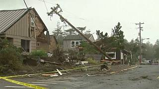 Tornado tears up Oregon beach town