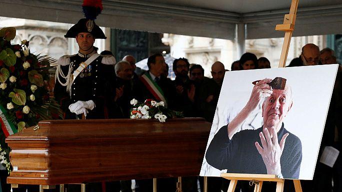ميلانو الإيطالية تُشيِّع جثمان داريو فو صاحب جائزة نوبل للآداب المنبوذ