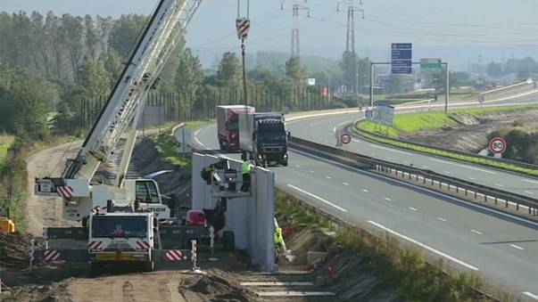 "Calais: Bau der Mauer am ""Dschungel"" wird fortgesetzt"