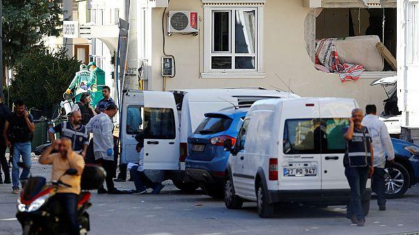 مقتل 3 من رجال الشرطة وجرح 8 أشخاص في تفجير انتحاري في تركيا