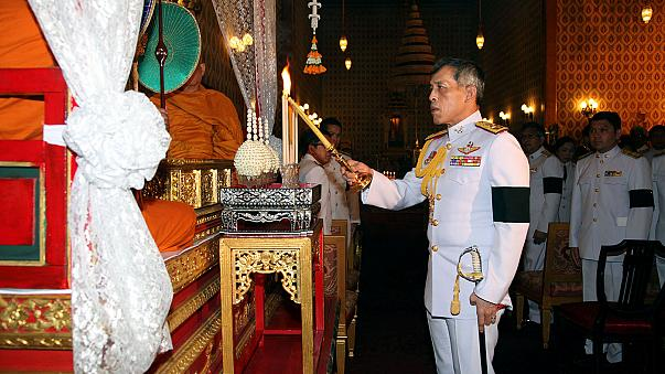ولي عهد العرش التايلاندي يؤكد استلامه العرش بعد اتمام مراسم الجنازة الملكية لوالده