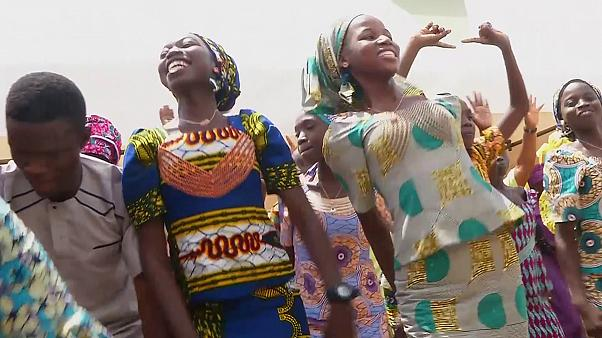 Nigeria: Las niñas liberadas se reúnen con sus familias