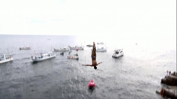 Cliff Diving Dünya Serisi: Sergio Guzman Japonya'da zirveye çıktı