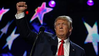 Továbbra is Clinton vezet, Trump nem bízik a választási rendszerben