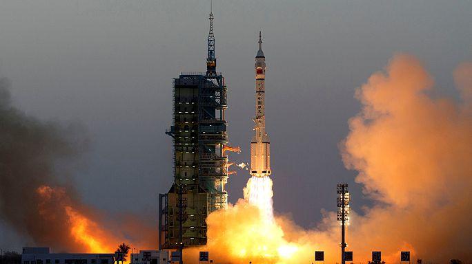 La Chine met deux astronautes en orbite