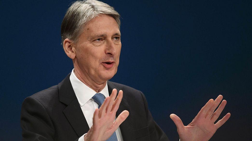 توترات داخل الحكومة البريطانية حول تنفيذ البريكسيت وهاموند قد يستقيل من منصبه