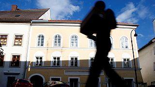 Lebontják Adolf Hitler szülőházát