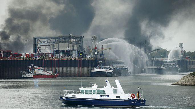 Almeno due i morti nell'incendio alla BASF. Ancora incerte le cause