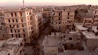 Las fuerzas sirias y rusas detienen los bombardeos en Alepo