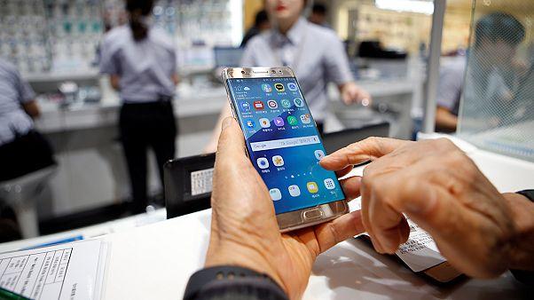 Samsung 'yanan' cep telefonu modelinde üretimi durdurdu
