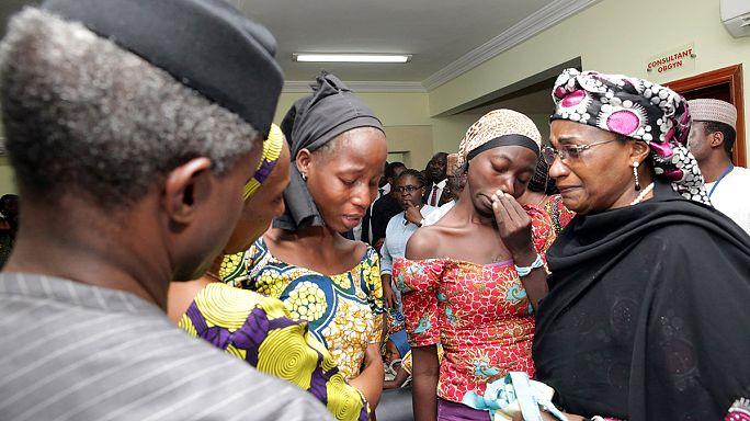 Nigeria: le ragazze rilasciate da Boko Haram riabbracciano i familiari
