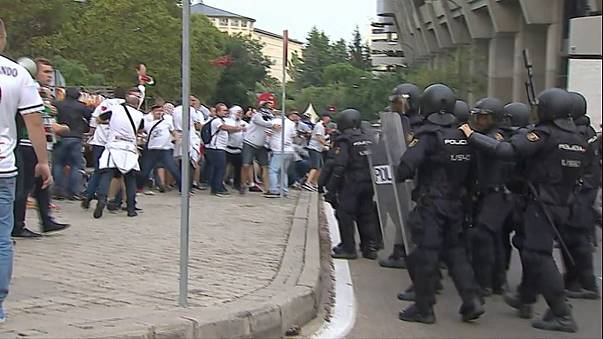 Legia Ultras clash with police in Madrid