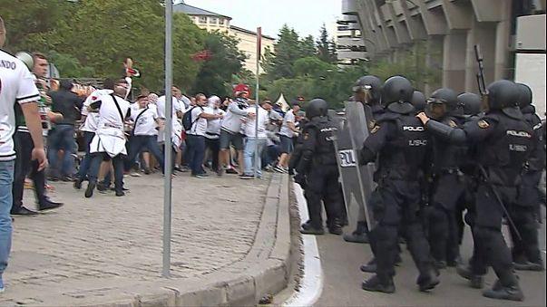 Des ultras polonais affrontent la police à Madrid