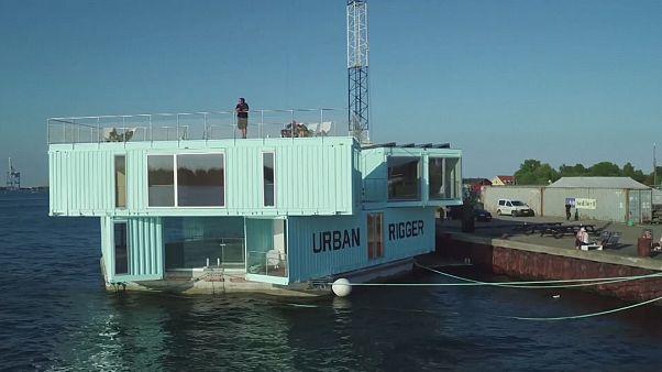 Konut sorununa karşı yüzer konteyner evler