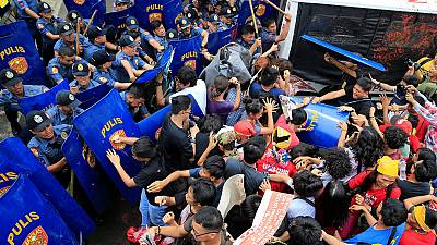 Philippines: Anti-US protesters rammed by police van