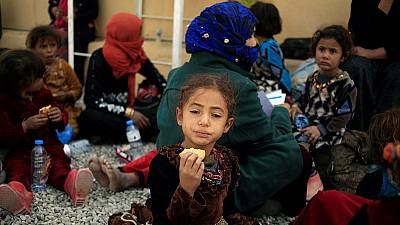 Hundreds of families flee Mosul every day