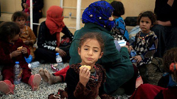 Мирные жители покидают Мосул