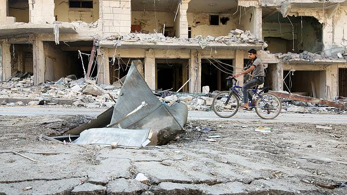 Átmenetileg szünetelnek a légitámadások Aleppóban