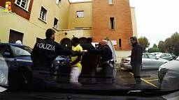 Video shows Italian police stopping migrant van at French border