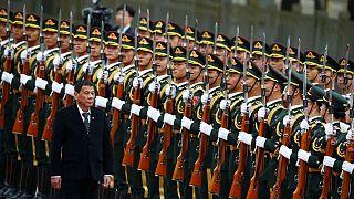 """Presidente das Filipinas anuncia """"separação dos EUA"""" e alinhamento com a China"""