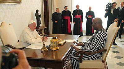 Le président burkinabé rencontre le pape et l'invite au Burkina
