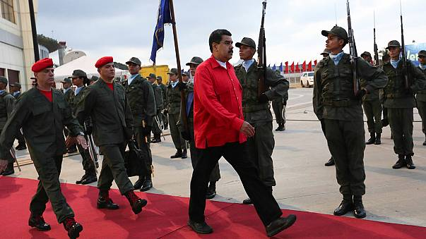 السلطات الفنزويلية تعلق جمع التواقيع لإقالة الرئيس نيكولاس مادورو