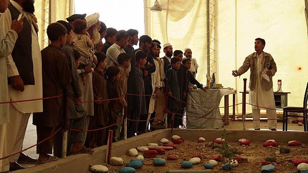 Mine briefing for Afghans back from Pakistan