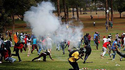 Des heurts éclatent entre policiers et étudiants à Pretoria