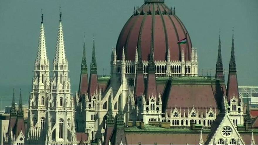 Hungría planea recortar su alto gravamen en las nóminas para que suban los salarios