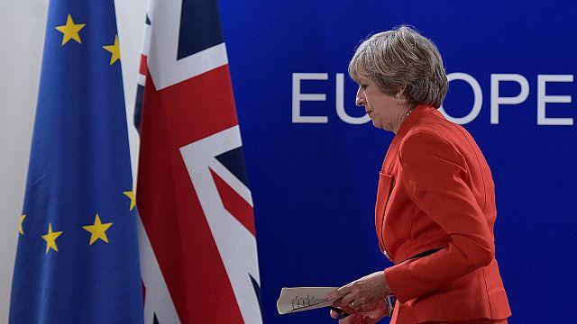 Negoziato sulla Brexit. May assicura spirito costruttivo. Gli europei scettici
