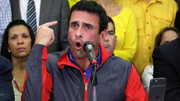 Venezuela'da muhalefet hükümeti darbe yapmakla suçladı