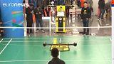 A tollaslabdázó robot a pekingi szaktalálkozó látványossága