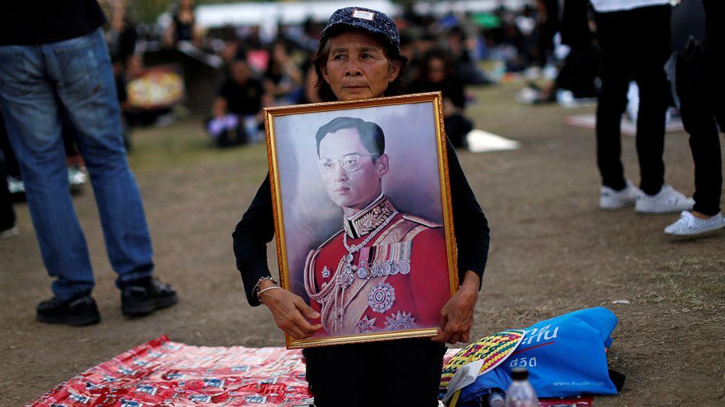 Тайские власти защищают монархию с помощью Google