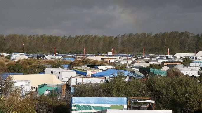 Calais'deki mülteci kampının tahliyesi pazartesi sabah başlıyor