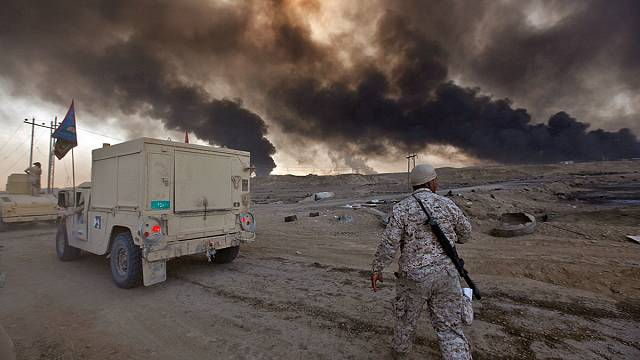 Battle for Mosul: hundreds treated after sulphur plant is torched