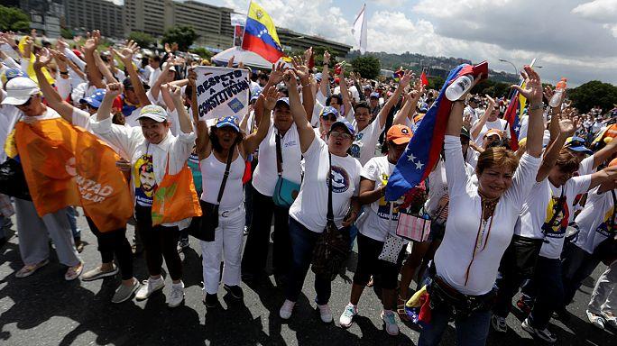 A tüntetők szerint diktatúra van Venezuelában